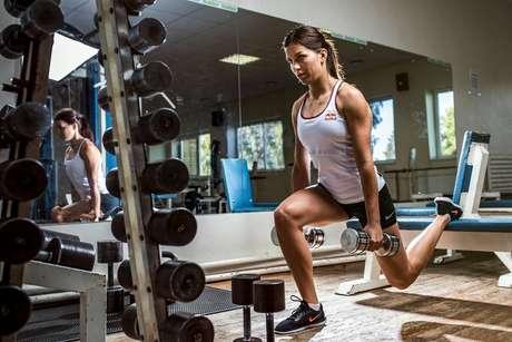 Muita hidratação durante os exercícios físicos no calor é regra.