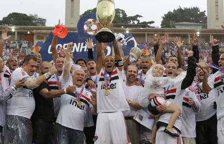 Diego, de apenas 19 anos, renovou seu vínculo com o clube do Morumbi (Rubens Chiri/saopaulofc.net)