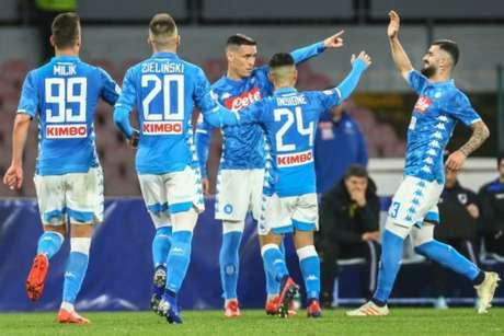 Napoli venceu mais uma atuando no San Paolo (Foto: Carlo Hermann / AFP)