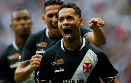 Tudo 100%! Vasco vence Flu e garante liderança no Grupo B da Taça GB 2c21a311232b6