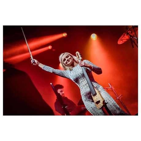 A musicista e cantora Grace Chatto durante show do Clean Bandit em São Paulo