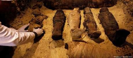 Entre as múmias descobertas, 12 são de crianças e seis, de animais