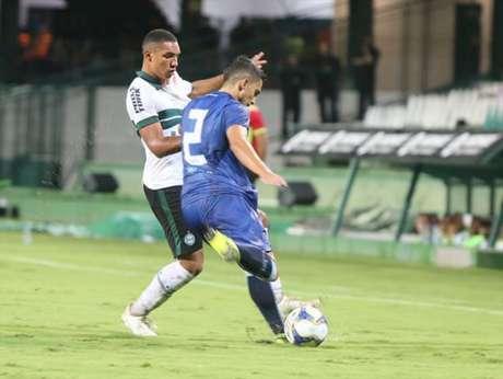 Jogo foi muito truncado no Couto Pereira (Foto: Divulgação/ Coritiba)