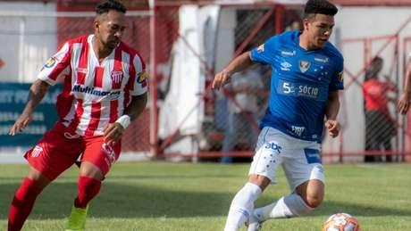 No forte calor de Nova Lima, o Cruzeiro resolveu a partida diante do lanterna Villa Nova- Alessandra Torres/Eleven