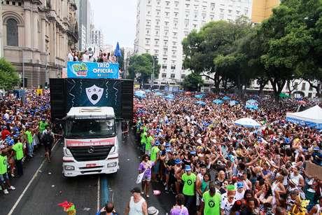 Foliões durante o Cordão da Bola Preta, na Rua Primeiro de Março, no Centro do Rio de Janeiro (RJ), no Carnaval de 2017