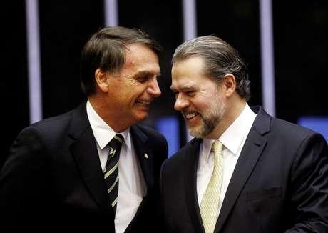 Presidente Bolsonaro (E) e presidente do STF, Dias Toffoli, durante cerimônia no Congresso 6/11/2018 REUTERS/Adriano Machado