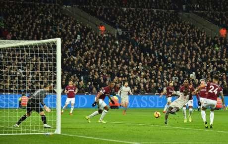 Liverpool empata com o West Ham e vê vantagem para o City diminuir (Foto: GLYN KIRK / AFP)