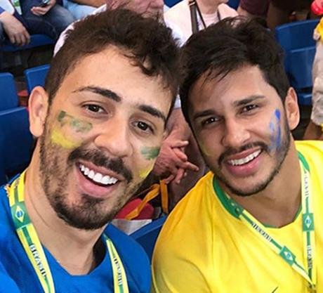 Carlinhos Maia, o 'rei do Instagram', ao lado do futuro marido Lucas Guimarães: casório em maio