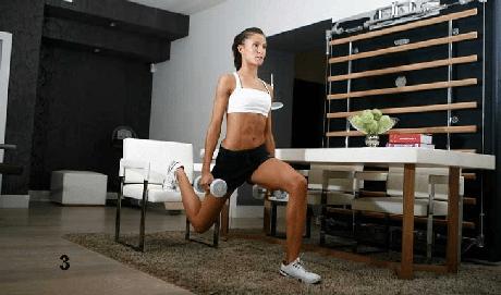 3. AGACHAMENTO UNILATERAL. Apoie um dos pés sobre uma cadeira e flexione o joelho até 90 graus. Não deixe que o joelho ultrapasse a linha da ponta dos pés.