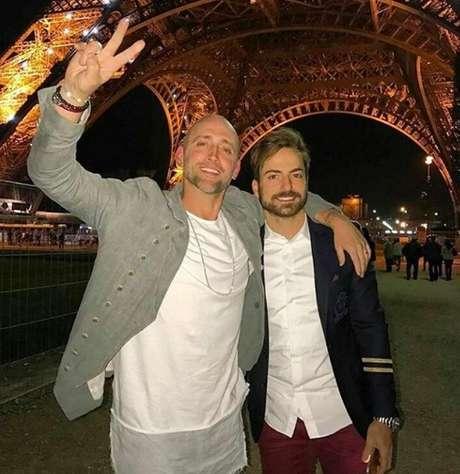 Paulo Gustavo com o marido Thales Bretas: 3 anos de casados festejados em Paris