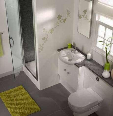 11- O tapete para banheiro próximo ao box evita respingos de água no chão. Fonte: Hative