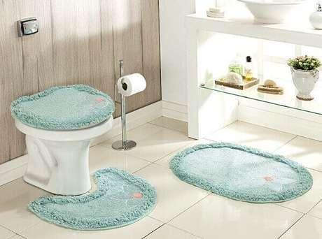 4- O jogo de tapete para banheiro completa a decoração do ambiente com modernidade e beleza. Fonte: Mix Lar