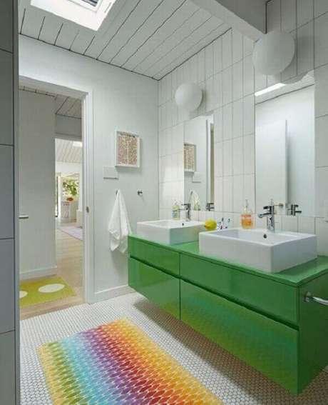 8- O tapete para banheiro é uma peça decorativa que realça a beleza do ambiente. Fonte: Pinterest