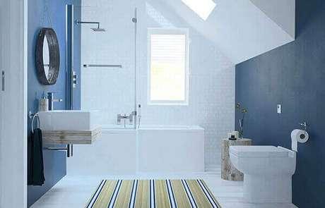 26- O tapete para banheiro com listras deixa o ambiente mais alongado. Fonte: Bathrooms