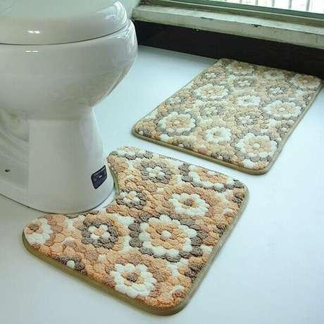 31- Os tapetes para banheiro necessitam de antiderrapante em sua base. Fonte: Pinterest