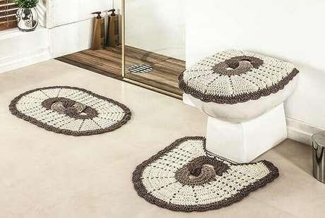 36- O tapete Para banheiro de crochê pode ser feito utilizando barbantes e outros tipos de linha. Fonte: Ideias Decor
