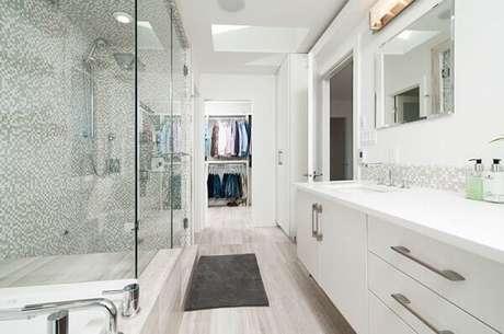 41- O tapete para banheiro foi colocado na saída do box para evitar que o piso molhe. Fonte: Jose Soriano