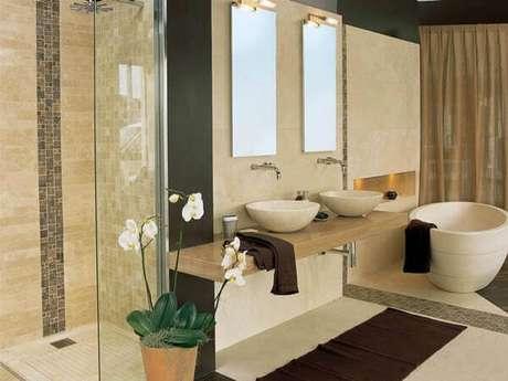 43- O tapete para banheiro é a toalha de piso comprada nos jogos completos de banho: Fonte: Hative