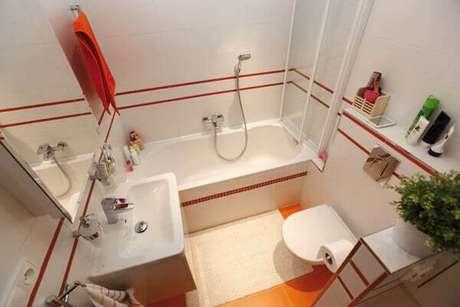46- O tapete para banheiro pequeno atende a pia, banheira e vaso. Fonte: Hative