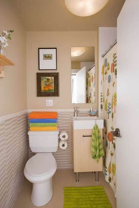 64- O tapete para banheiro verde limão combina com o ambiente moderno. Fonte: Hative