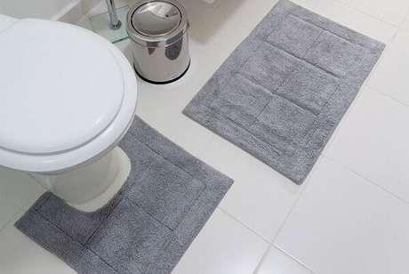 65- As cores neutras de tapete para banheiro combinam perfeitamente com todos os estilos de decoração. Fonte: House of Tiles
