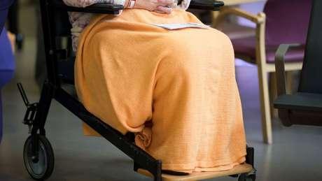 As mulheres vivem mais e, portanto, também sofrem mais doenças nos últimos anos de vida