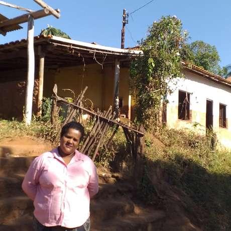 A casa de Paula Geralda foi invadida pela lama, mas continuou de pé. Cozinha e quintal foram destruídos e ela perdeu móveis e eletrodomésticos
