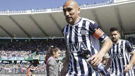 Guiñazu é ídolo do Talleres e titular absoluto, mesmo aos 40 anos