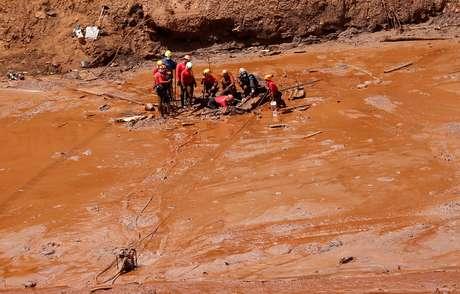 Equipes de resgate buscam vítimas de rompimento de barragem da Vale em Brumadinho 02/02/2019 REUTERS/Adriano Machado
