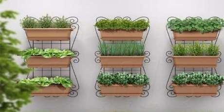 60. Estrutura metálica própria para hortas verticais. Foto de Uma Casa Como Poucas