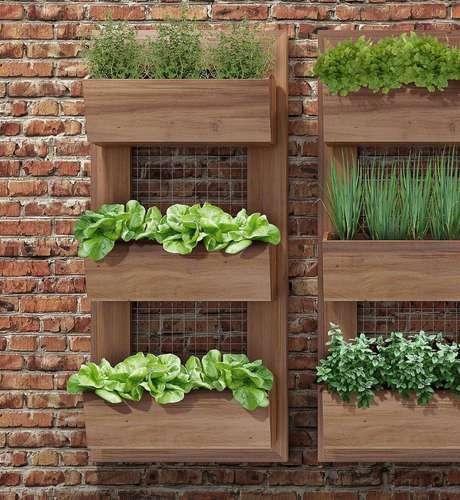 21. Esse tipo de suporte de madeira para hortas é vendido em algumas lojas do segmento