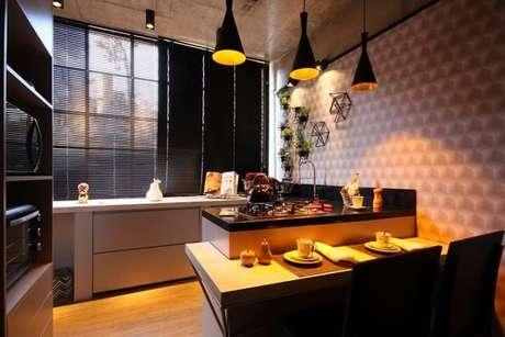 27. Ter uma horta vertical na cozinha já deixa os temperos à mão para a hora de cozinhar. Projeto de Ana Hamacek