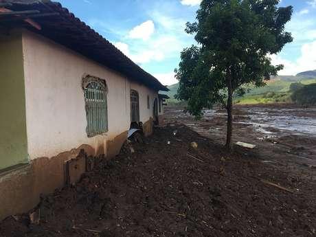 Funcionários da Vale presentes à reunião diziam que não tinham autonomia para atender aos pedidos da comunidade afetada pela lama