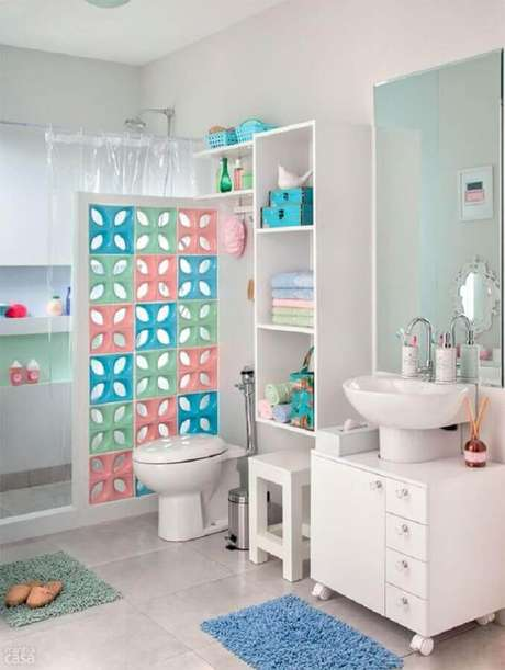 12. Decoração em tons claros com cobogó cerâmico para banheiro – Foto: Air Freshener