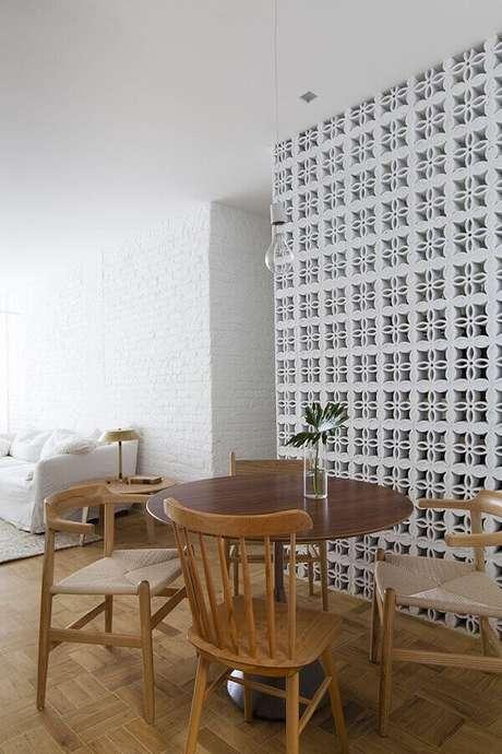 45. Clássica parede de cobogó para decoração de sala de jantar – Foto: Alan Chu