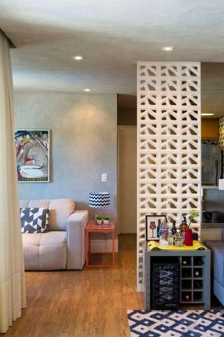 55. O cobogó cerâmico pode ser usado apenas como um item decorativo no ambiente – Foto: Gabriela Marques