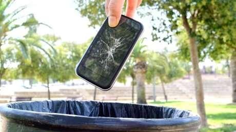 Essa não é a única ação judicial que questiona o fato de celulares serem programados para perder eficiência