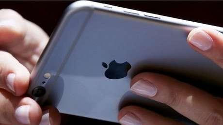 Os chilenos pedem que todos os iPhones sejam reparados pela Apple ou que a empresa recompre os equipamentos antigos dos usuários