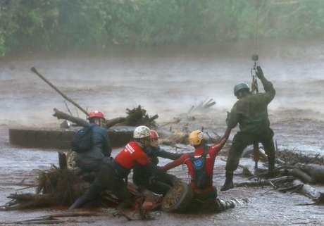 Equipe de resgate trabalha na área atingida pelo rompimento de uma barragem em Brumadinho 05/02/2019 REUTERS/Adriano Machado