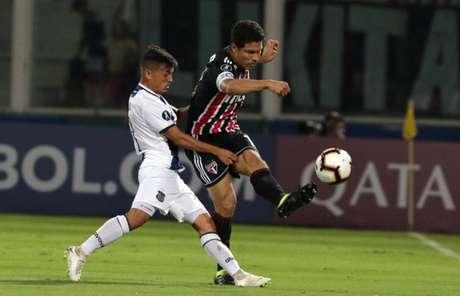 Hernanes durante a partida contra o Talleres - FOTO: Rubens Chiri/saopaulofc.net