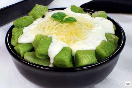 Nhoque de espinafre com molho gorgonzola
