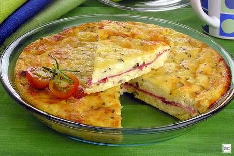 Torta-suflê de queijo e alecrim