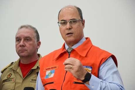 O governador, Wilson Witzel (PSC), ao lado do Secretário de Defesa Civil do Estado do Rio de Janeiro, coronel Roberto Robadey