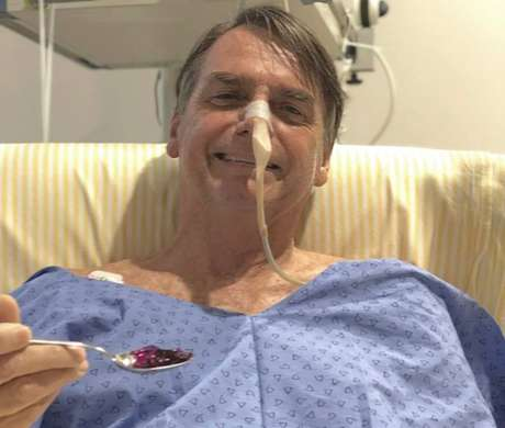 O presidente Jair Bolsonaro está internado desde o dia 27 de janeiro em São Paulo, véspera do dia em que realizou uma cirurgia para reconstrução do trânsito intestinal.