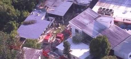 Incêndio atingiu alojamento utilizado por jogadores das divisões de base (Imagem: Reprodução/TV Globo)