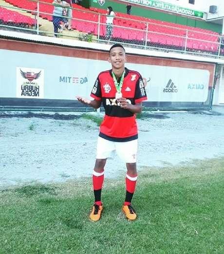 Atacante de 14 anos morreu no incêndio no alojamento do Flamengo