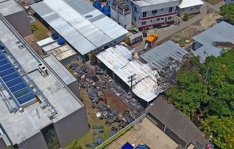 Vista aérea do local onde um incêndio deixou dez mortos e três pessoas feridas, uma delas em estado grave, no Centro de Treinamento do Flamengo