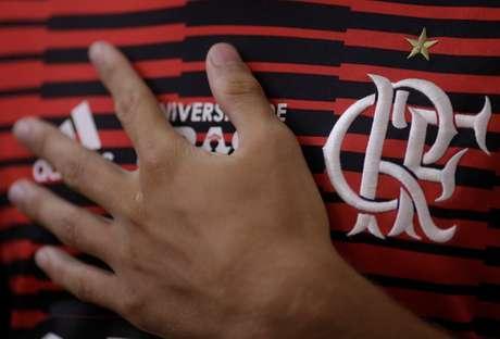 Torcedor do Flamengo durante missa
