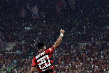 Fernando Uribe em jogo no Maracanã pelo Flamengo
