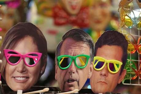 Movimentação na Rua 25 de Março em São Paulo (SP), neste sábado (19). Populares já começam a realizar compras para o Carnaval 2019. Máscaras do presidente Jair Bolsonaro, da primeira-dama Michelle Bolsonaro e do Ministro da Justiça, Sérgio Moro, são vendidas.